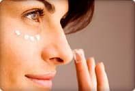 woman applying makeup under eye