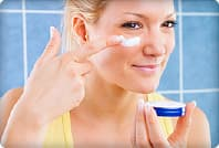 woman applying wrinkle cream