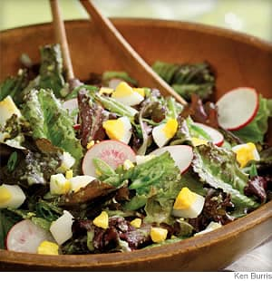 mixed lettuce salad with vinaigrette