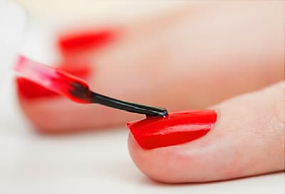 red fingernail polish