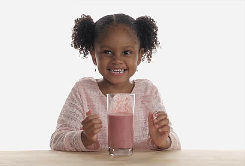 girl with smoothie