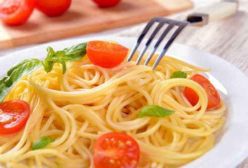 spaghetti with tomatoes on plate