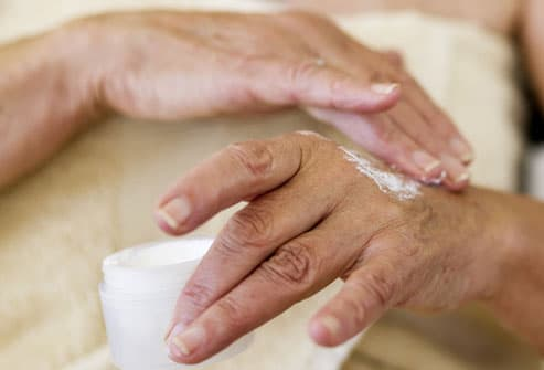 http://img.webmd.com/dtmcms/live/webmd/consumer_assets/site_images/articles/health_tools/eczema_overview_slideshow/photolibrary_rm_photo_of_applying_lotion_to_hands.jpg