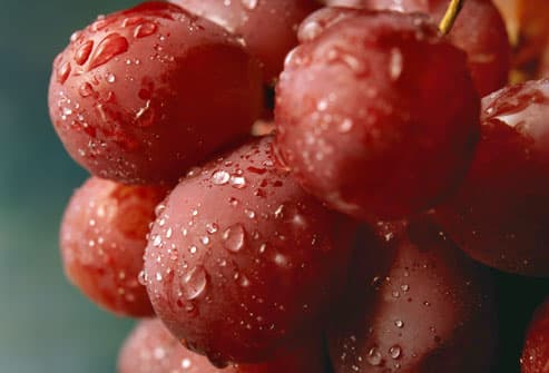 Water drops on red grapes