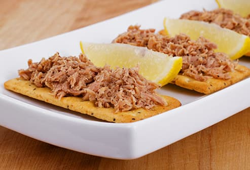 tuna on crackers