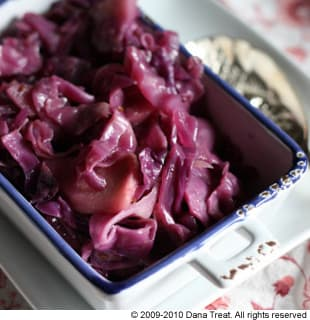 Braised Purple Cabbage With Apples