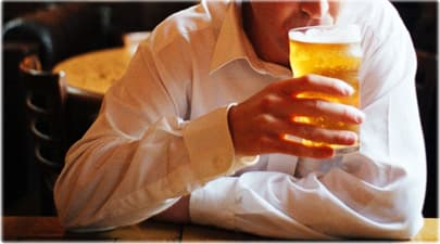 getty_rm_photo_of_man_drinking_beer_pub.
