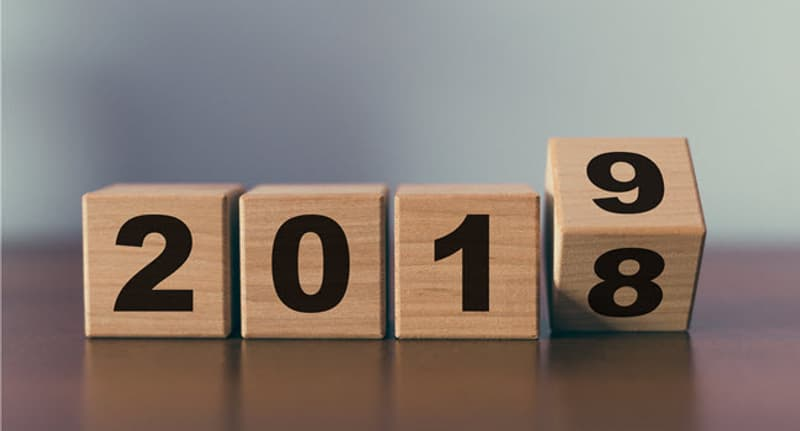 wooden blocks with 2018 and 2019