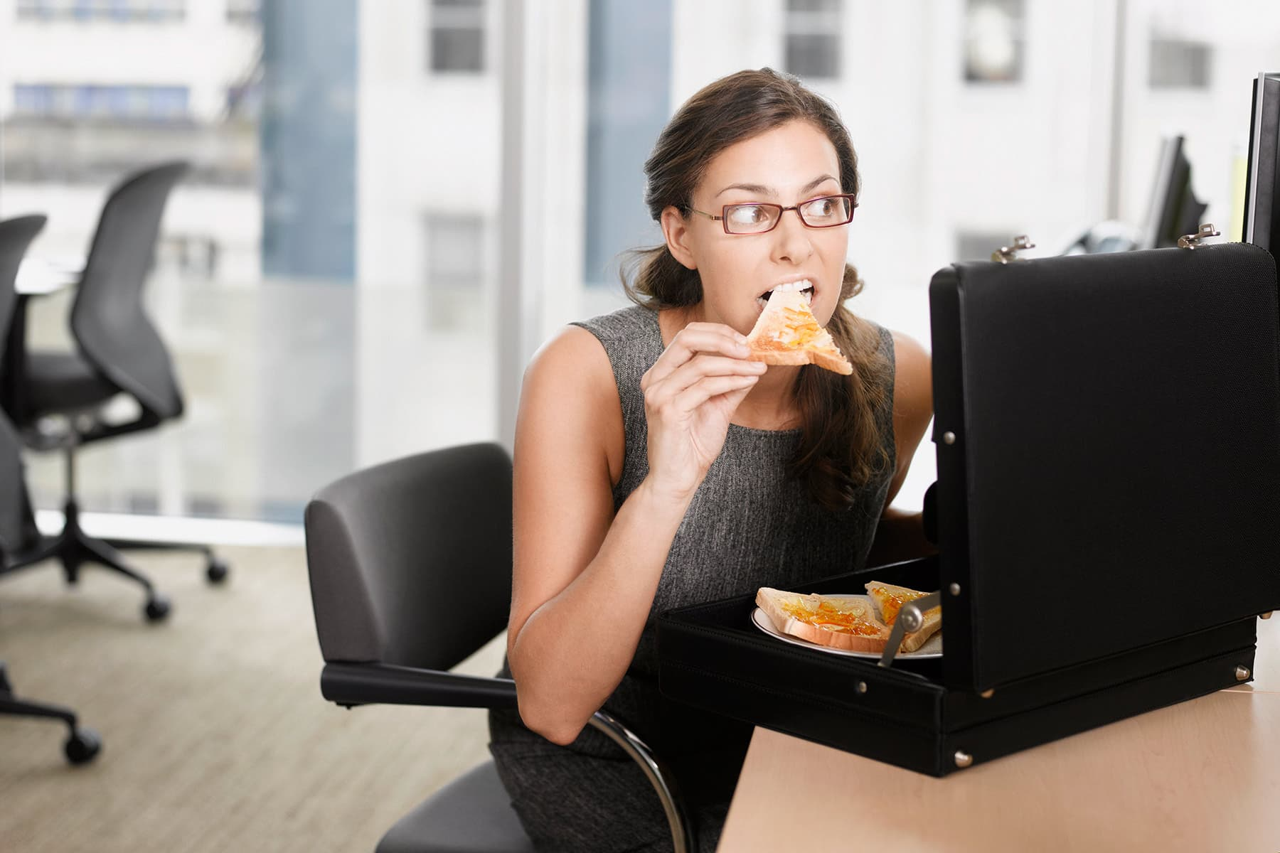 Two Common Eating Habits That Can Really Pile on Pounds thumbnail