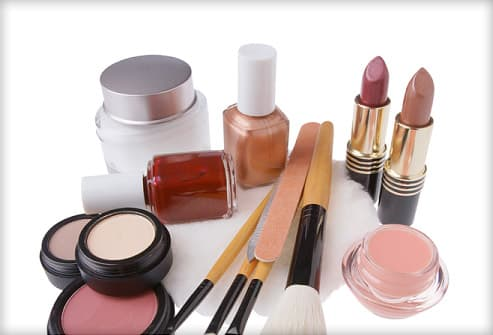 How to Make Makeup Last on Oily Skin: 8 Tips
