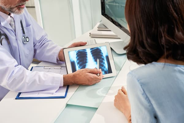 photo of doctor explaining x-ray results to patien