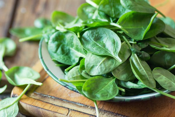 photo of raw spinach,
