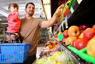 father daughter shopping produce