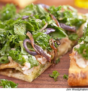 Roasted Garlic, White Bean & Kale Pizz'alad