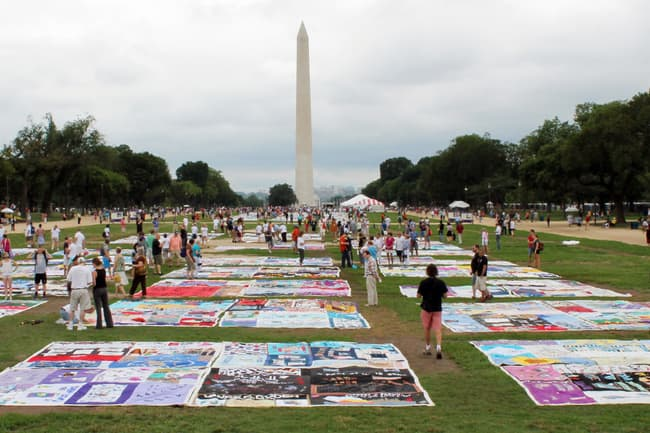 photo of aids quilt on the washington mall