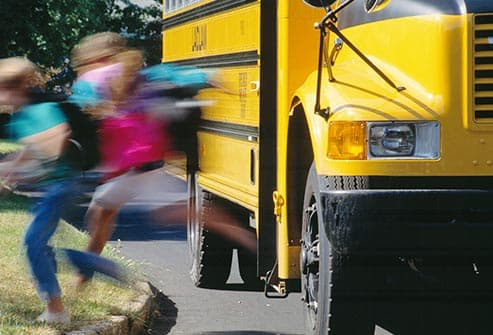 children getting off bus