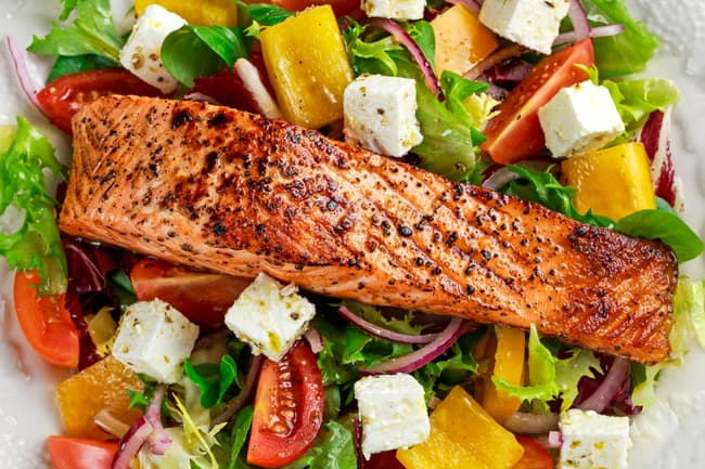 1800ss_thinkstock_rf_salmon_on_salad