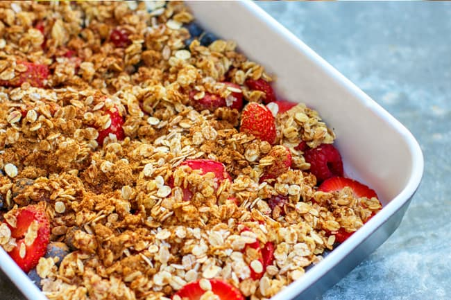 photo of berry crisp dessert