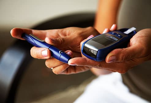 woman testing glucose level