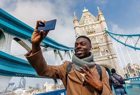 man taking london selfie
