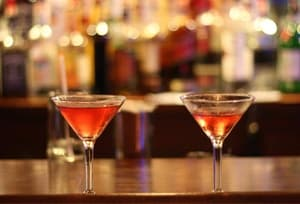 cosmopolitan cocktails on bar