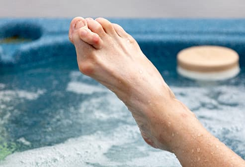hammer toe in hot tub