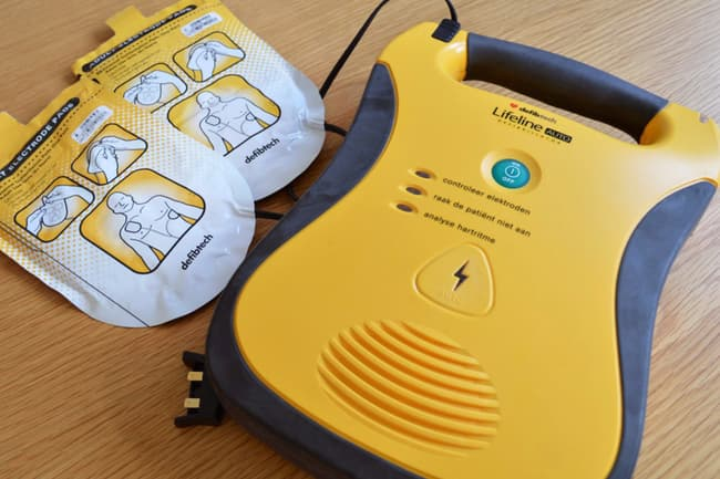 photo of aed kit