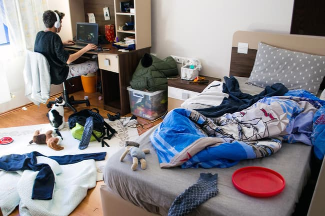 teens messy bedroom