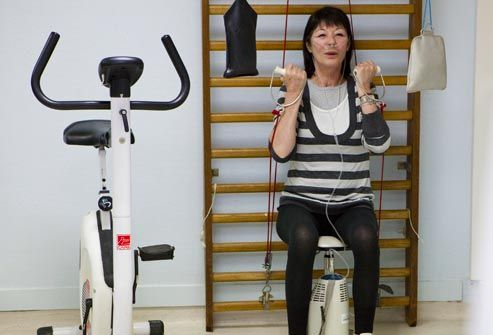 woman with oxygen working out