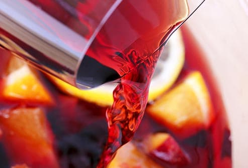 pouring sangria