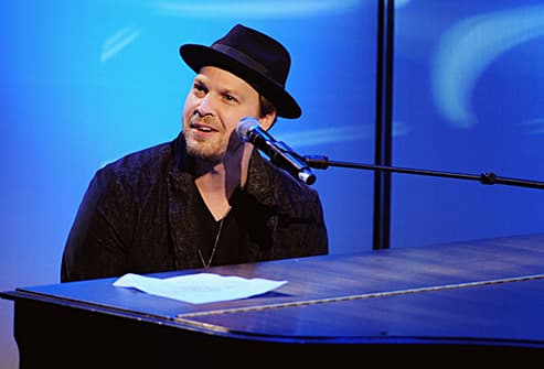 gavin degraw at piano