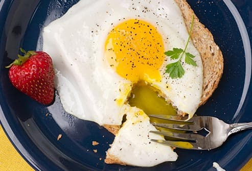 egg on toast with strawberry