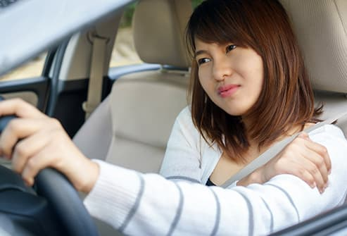 woman driving with sore should