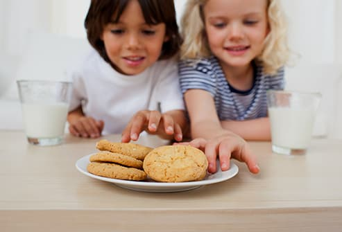 kids eating cookies