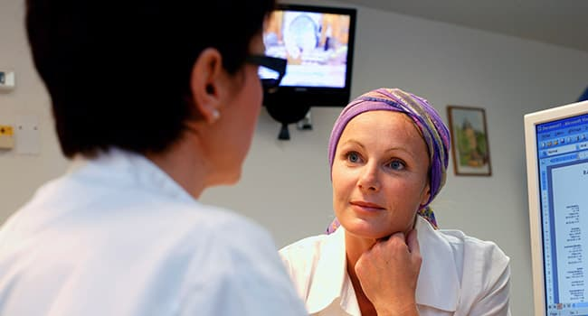 woman with oncologist