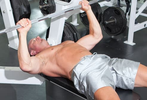Trainer showing up position for benchpress