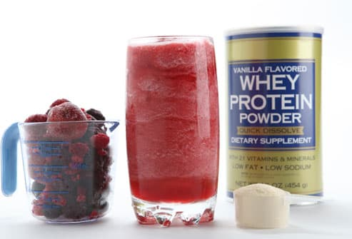 Smoothie with whey protein and frozen berries