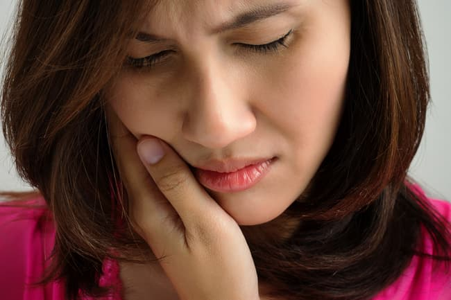 photo of woman with jaw pain
