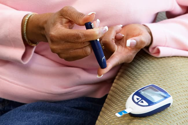 finger prick to test blood sugar