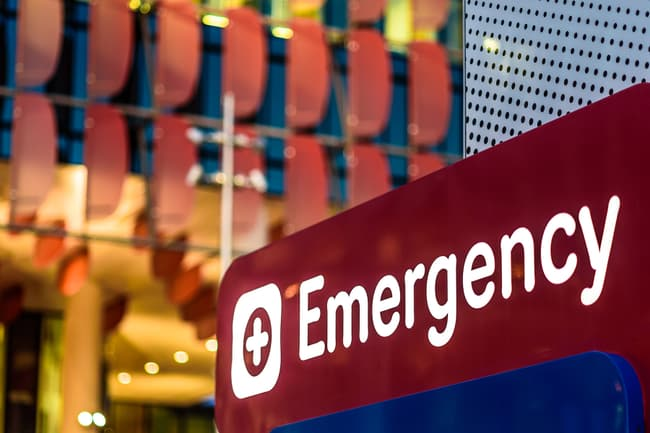 photo of emergency room sign