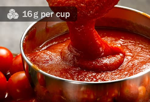 pouring tomato sauce close up