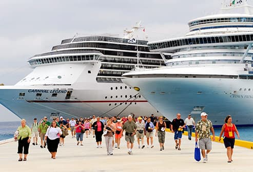 passengers disembarking cruise ship