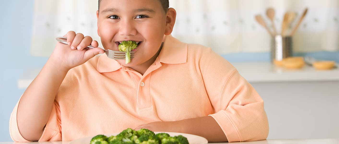 kid eating broccoli